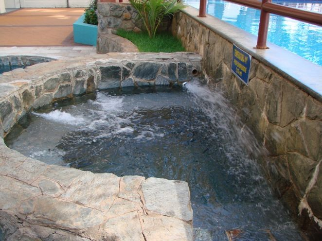 Piscina de hidro-massagem