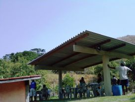 NOVO RANCHO NA BEIRA DO LAGO.