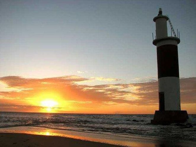 Pôr do sol no Farol da barra do Aratuá